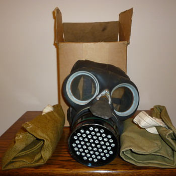 Unused WWII Gas Mask dated 1942 - Military and Wartime