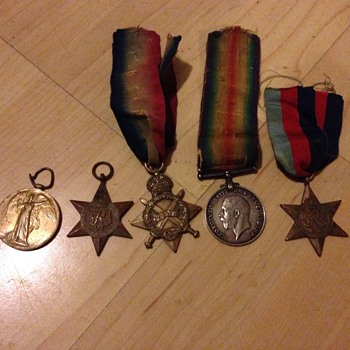 A group of ww1 medals  5939 PTE   A . RAWLINGS RIF Brig :
