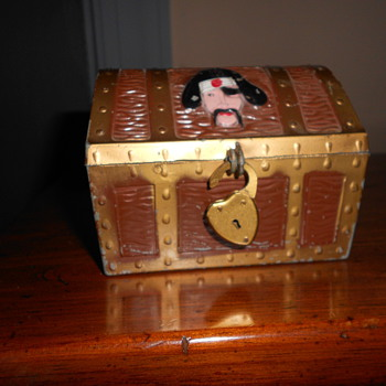 Treasure chest bank - Coin Operated