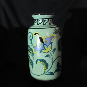 Gouda? Japanese pottery vase