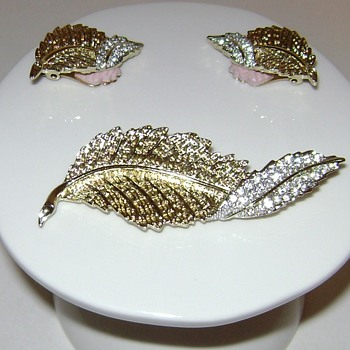 Sarah Coventry Brooch and Earrings - Fashion Leaf