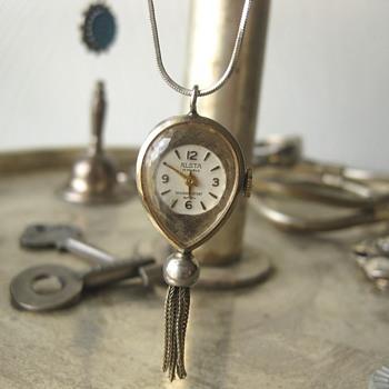 Alsta Teardrop Clock Pendant