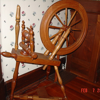 A True Antique...Standard Flax Spinning Wheel...1700's to 1800's - Furniture