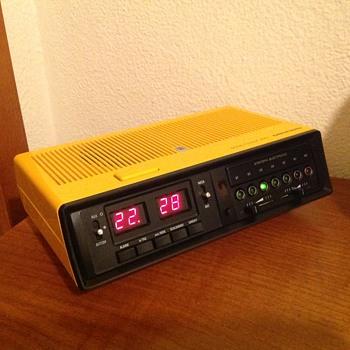 Grundig Sono Clock 250 (1977/78) - Clocks
