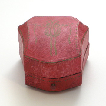 magenta paper ring box