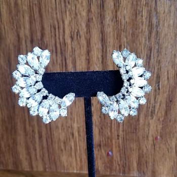 Vintage Warner clip on earrings - Costume Jewelry