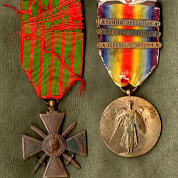 ID'd Croix de Guerre & 33rd Division Victory Medal - Military and Wartime
