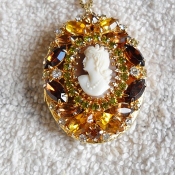 HOBE CAMEO LOCKET