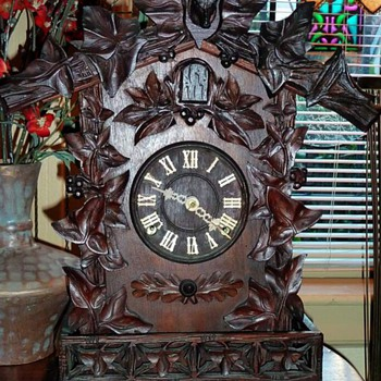 A Frankfield 'American Made' 8-day Cuckoo Mantle Clock - Clocks
