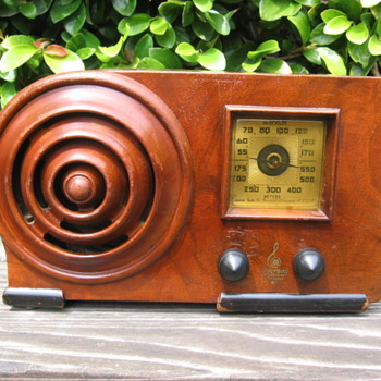 Emerson Ingraham Bullseye  Wood Tube Radio AX-212  from 1938 - Radios