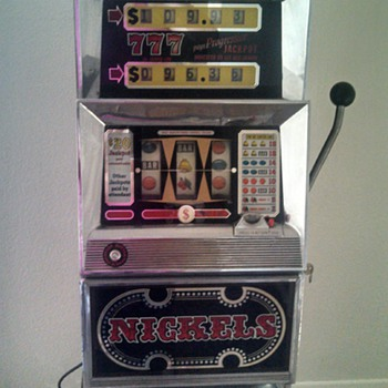 Nickels 777 Slot Machone - Coin Operated