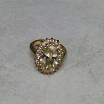 YELLOW STONE RING - Costume Jewelry