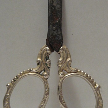 ANTIQUE SHEFFIELD  MINI SHEARS - HALLMARKED  / HENRY MATTHEWS - Sterling Silver