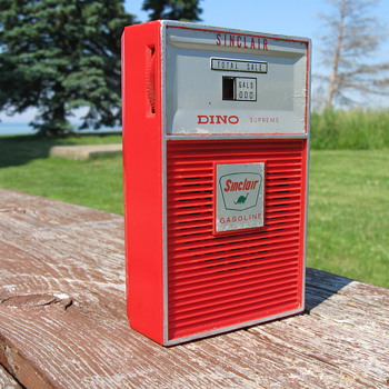 Sinclair Dino transistor radio - Petroliana
