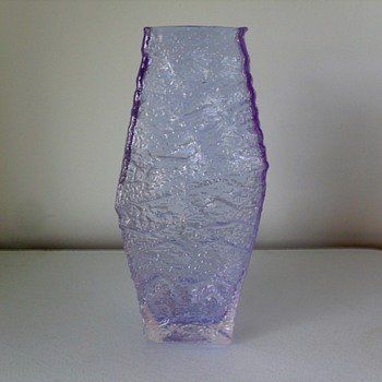 Is this a Geoffrey Baxter Whitefriars lilac/glacier piece from 60&#039;s? - Art Glass