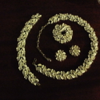 Signed Lisner Grande Parure - Costume Jewelry