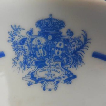 "An invalid feeder of the portuguese porcelain factory ""Vista Alegre"""