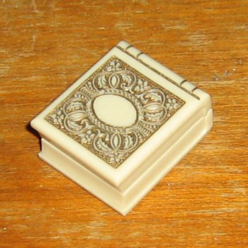 Sweet old celluloid or plastic ring box