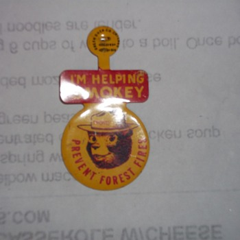 VINTAGE  SMOKY THE BEAR LAPEL BUTTON