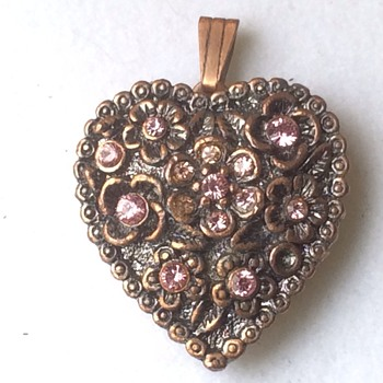 Old locket pendant - Costume Jewelry