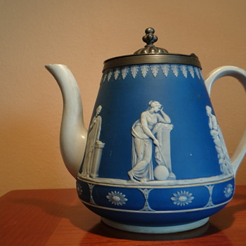 WEDGWOOD - ENGLAND / NEEDS TO BE DATED - Art Pottery