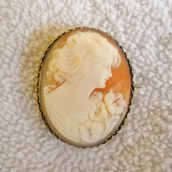 Antique carved shell cameo brooch