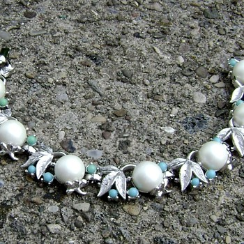 Sarah Coventry Bracelet - Alaskan Summer