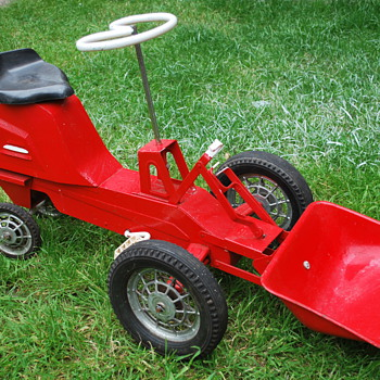 Kids vintage pedal tractor - Toys