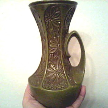 "McCoy 9 "" Avocado ""Daisy"" Pitcher / Circa 1970's - Art Pottery"