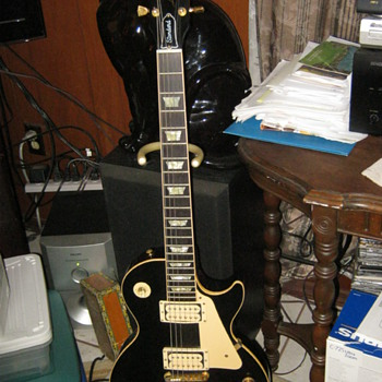 1990 Gibson Les Paul Standard with Gold works - Guitars
