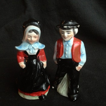 Dutch Amish Salt and Pepper Shakers - Kitchen