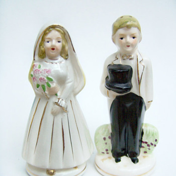 ShakeThatThang Vintage Salt and Pepper Shaker Nikoniko China Turnabout Married Couple