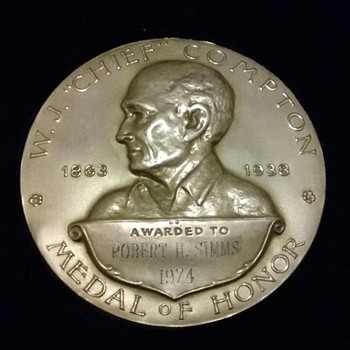 """Archery's Highest Award   W """"Chief"""" Compton Medal of Honor"""