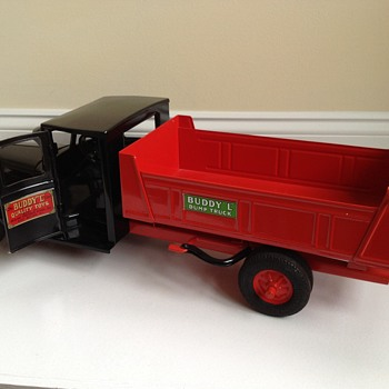 Buddy L ( junior line ) dump truck 1931-1932 type II . Restored