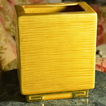 Mid-century Modern &#039;Pillow&#039; Vase in Yellow and Gold