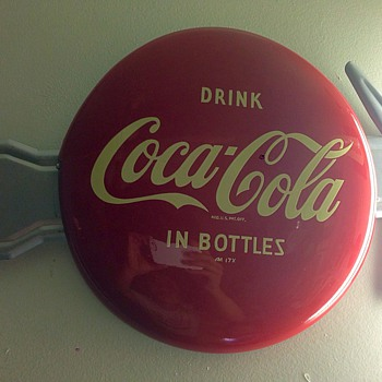 "1950 Coca Cola 12"" button sign drink in bottles with arrow Good Condition - Coca-Cola"
