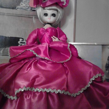 I have a doll that I know is older then 1961.. if I send you a pic can you guess what kind she is and worth