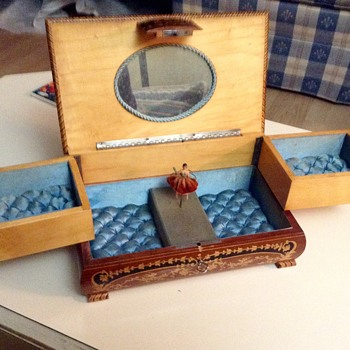Jewlery box ( unknown )
