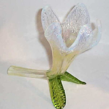 A 1900 BB KRALIK FLOWER - Art Glass
