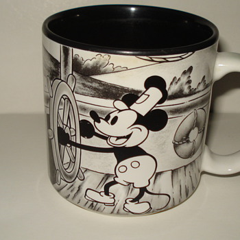 BLACK AND WHITE MICKEY MOUSE COFFEE CUP