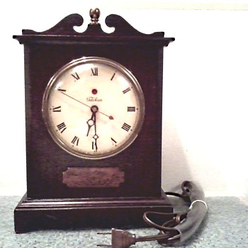 "Warren Telechron Co. Electric Mantel Clock / Model 4H99 ""The Knickerbocker"" Circa 1939-44 - Clocks"