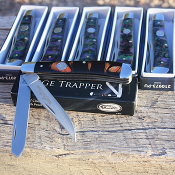 3 EXTRA 'RITE EDGE' TRAPPER POCKET KNIVES FOUND IN A SMALL CARDBOARD BOX!