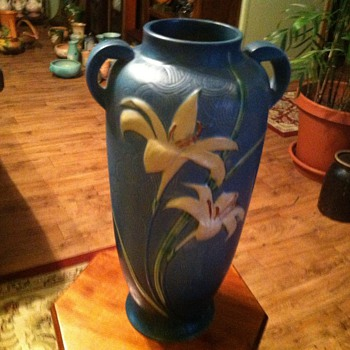 Roseville Zephyr Lily - Art Pottery