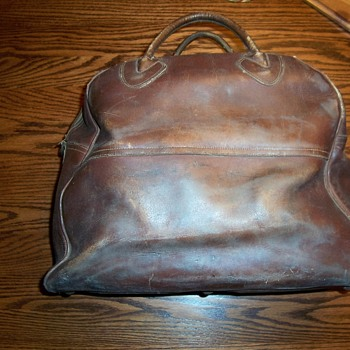 VINTAGE L.L. BEAN LEATHER SATCHEL