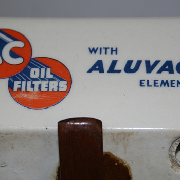 50s era AC Aluvac Ashtray featuring a 1901 Oldsmobile - Advertising