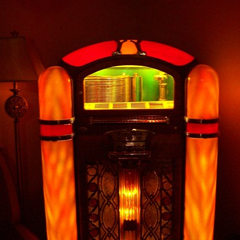 Model 800 Wurlitzer Jukebox