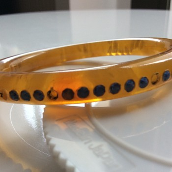 Applejuice galalith and blue rhinestone bangle