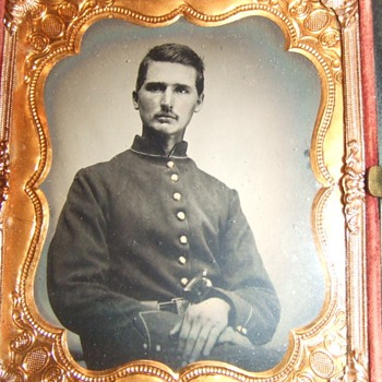 Civil War soldier with Colt pistol - Photographs