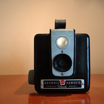 VINTAGE KODAK BROWNIE HAWKEYE CAMERA  FLASH MODEL - Cameras