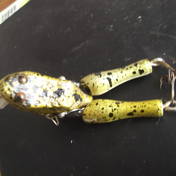 "PAW PAW ""WOTAH "" WOODEN FROG FISHING LURE"